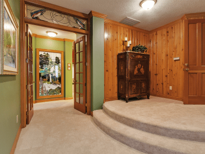 Grand Fir Suite Entry with curved stairs